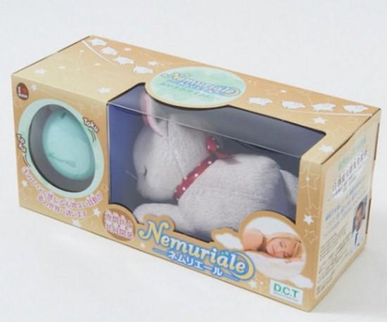 按下按钮nemuriable小猫体内的电路就会发出模拟母亲心跳节奏的跳动