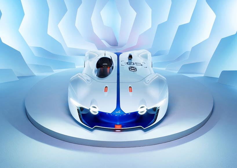 在公司成立60周年之际,雷诺专为 GT6 赛车游戏开发的全新概念车,该车将被命名为雷诺Alpine Vision Gran Turismo。雷诺这款概念车外形采用极具流线型的赛车式车身设计,前进气格栅融入空气动力学设计,造型有些夸张。此外新车还采用了赛车式的独立座舱设计。动力方面,这款概念车采用后中置4.