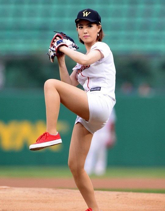 美女主播身穿棒球服被赞很性感!